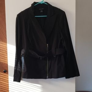 Fitted jacket with belt